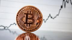 Bitcoin се срина с близо 20 процента