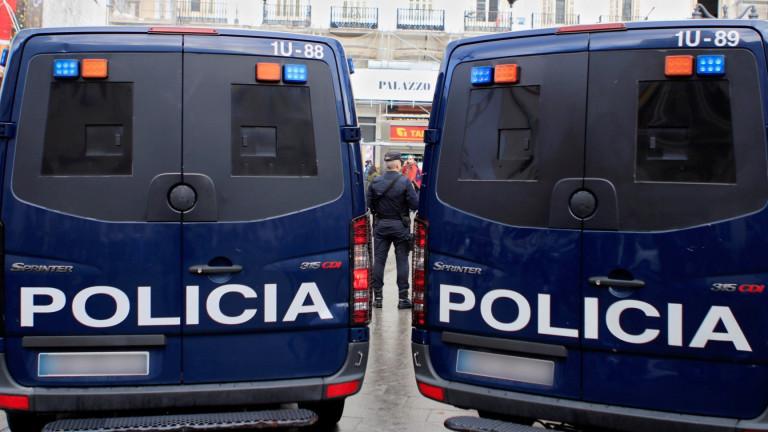 Полицаи застреляха мъж, който се опита да нападне с нож