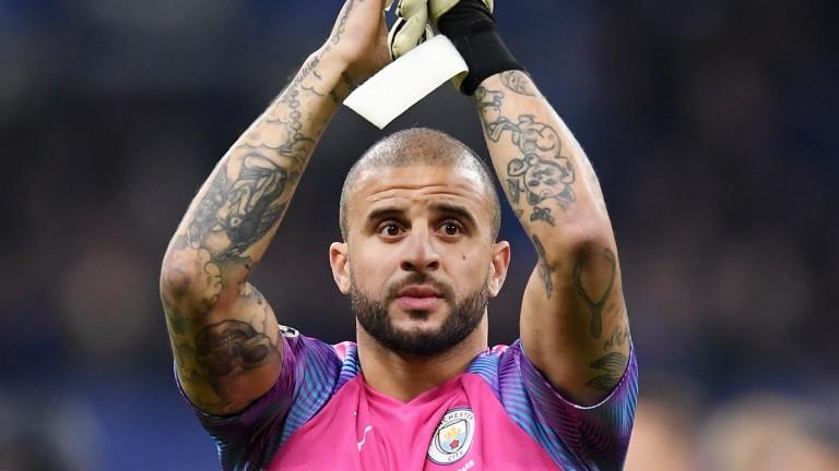 Защитник на Манчестър Сити си спретна оргия с проститутки и призова: Останете си вкъщи!