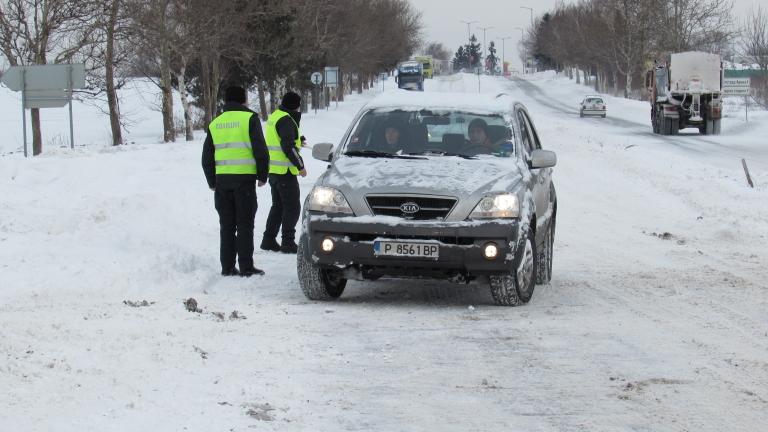Пътна полиция предупреждава за заледени участъци по пътищата