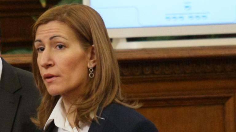 Обществена поръчка на Ангелкова е предадена в прокуратурата