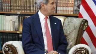Асад трябва да си ходи, но не е необходимо още първият ден, обяви Кери