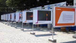 Canon представя две фотоизложби на Аполония