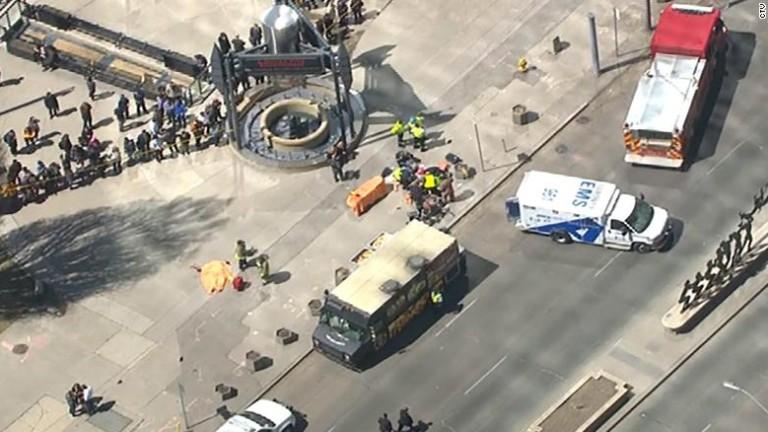 Следователите разглеждат тероризма като най-вероятния мотив за атаката с ван
