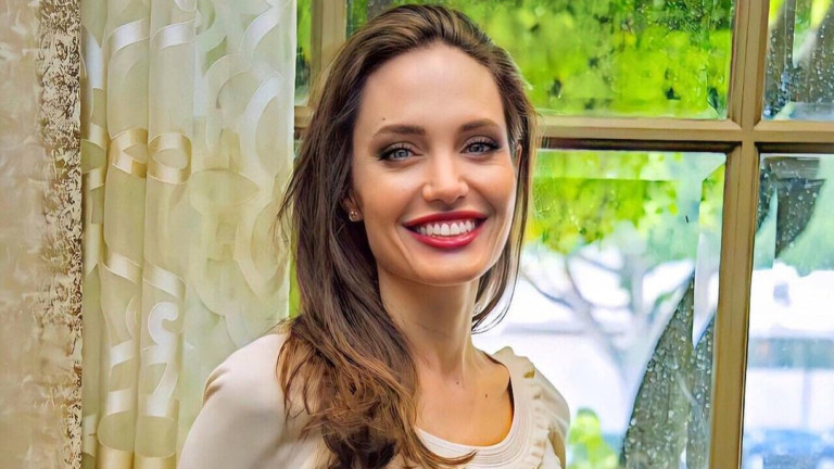 Тайната среща на Анджелина Джоли