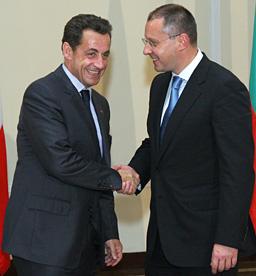 Саркози си тръгва с военна сделка от България