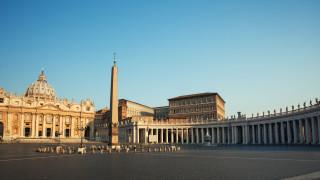 Ватиканът обяви: Католическата църква не може да благославя еднополовите съюзи