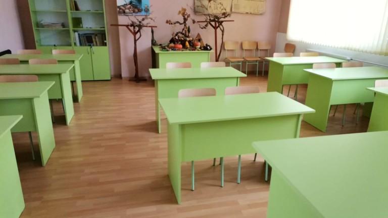 Добрич затваря училищата, забранява свижданията в болниците