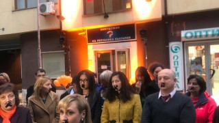 Сградата на омбудсмана светна в оранжево в подкрепа на жените, жертви на насилие