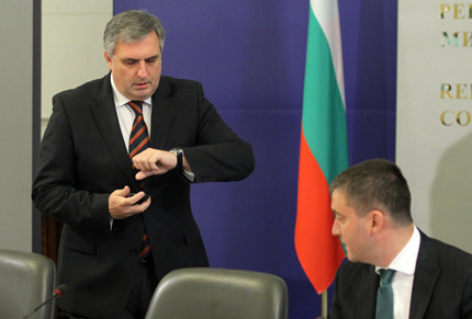 Калфин променя минималните осигурителни прагове след разговор с Борисов