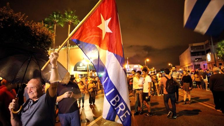 """Обама подаде """"приятелска ръка"""" на кубинците след смъртта на Фидел Кастро"""