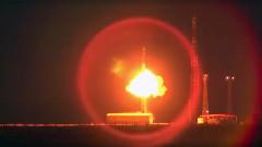 """Русия изстреля нова ядрена бойна глава на междуконтинентална балистична ракета """"Топол"""""""