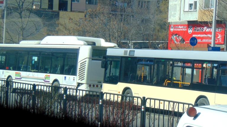 Липса на достатъчно автобуси тормози Костинброд