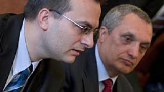 Синята коалиция се жалва на Миков за унищожени билборди