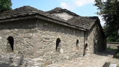 Архитекти скочиха срещу превръщането на музея-костница в Батак в храм