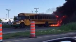 Два училищни автобуса катастрофираха в Канада