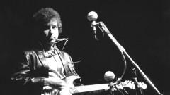 Музикални хроники: Боб Дилън осъществи една от най-великите трансформации в музикалната история – и беше освиркан