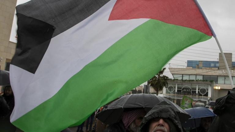 Хиляди палестинци протестират в град Рамала на Западния бряг срещу