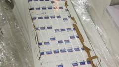 Митничари откриха 7000 кутии контрабандни цигари в плоскости за мебели