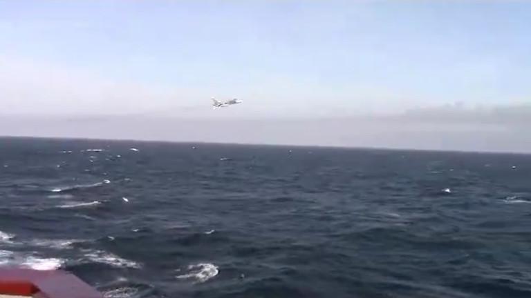 Руски изтребител се заиграва с американски разрушител в Черно море