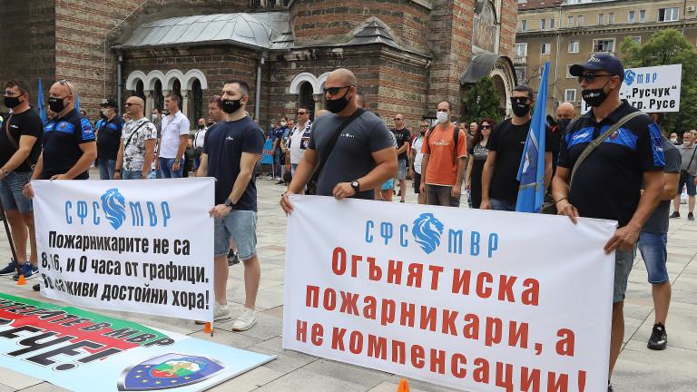 Полицаи се събраха на протест в София