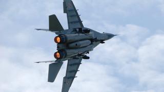 Появи се видео на съпровождащи самолета на Шойгу сръбски изтребители