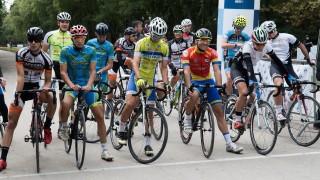 Участник на Олимпийски игри води при мъжете на колоездачното състезание в Русе