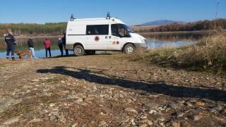 """Водолази отново търсят изчезналия Янек в язовир """"Дяково"""""""