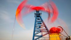Петролът се задържа под $65. Добивът в САЩ продължава да расте