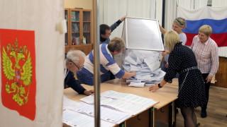 """Парламентарните избори в Русия били """"открити и честни"""", убеждава Кремъл"""
