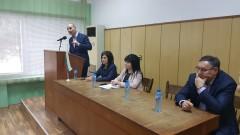 Цветанов иска българите да гласуват за резултати, а не компромати