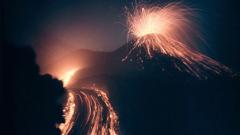 В Камчатка изригнаха два вулкана