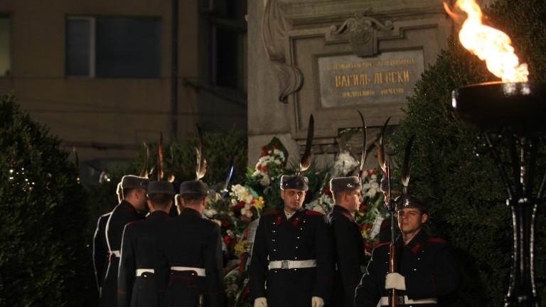 На тържествена церемония пред Паметника на Васил Левски в София