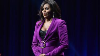 Загадъчният мъж до Мишел Обама