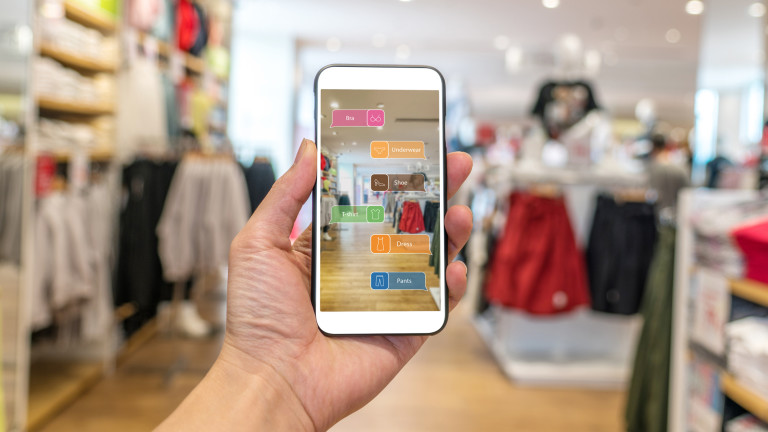 Amazon пуска подобие на Shazam, но за дрехи и мода
