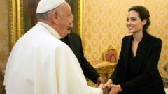 Анджелина Джоли се срещна с папата