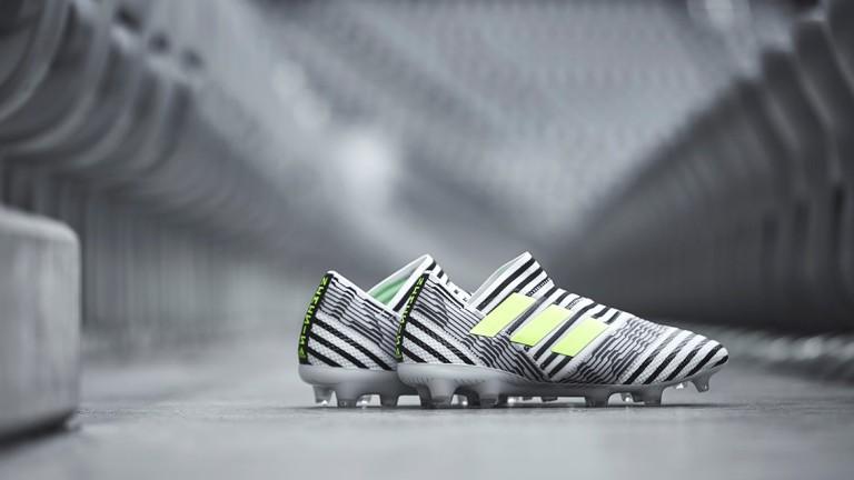 Adidas поведе с 12:10 срещу Nike преди Мондиала