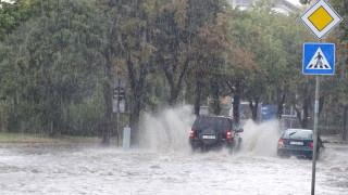 Проливен дъжд наводни мазета в Сливен