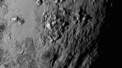 NASA получи изненадващи снимки на Плутон от сондата New Horizons