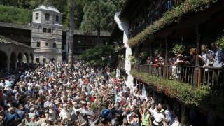 Хиляди хора се докоснаха до чудотворната икона Света Богородица Троеручица