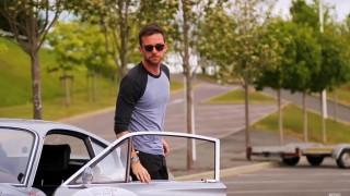 Каква кола кара басистът на Coldplay