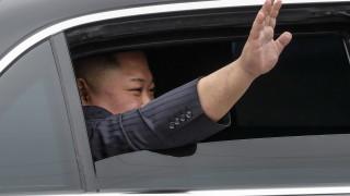 Ким Чен-ун и прескорпусът на Белия дом с резервация за един и същи хотел