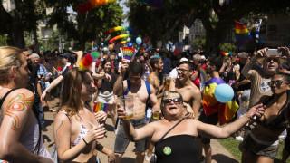 Стотици хиляди участват на ежегодния гей парад в Тел Авив