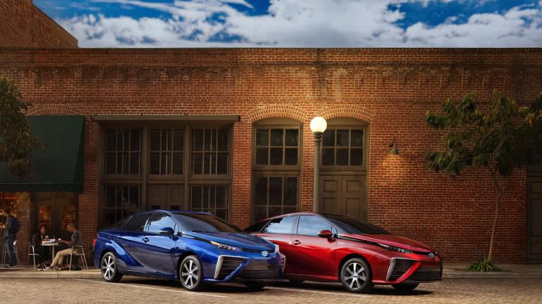 Toyota удвоява водородния си залог с нов Mirai