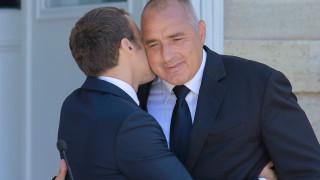 Съветват Борисов да внимава с мъжките целувки при официални срещи
