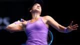 Данка Ковинич наясно с опонентката си на полуфиналите в Чарлстън