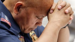 300 полицаи замесени в търговията с дрога във Филипините