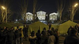 Опозицията в Армения разпъна палатки пред парламента