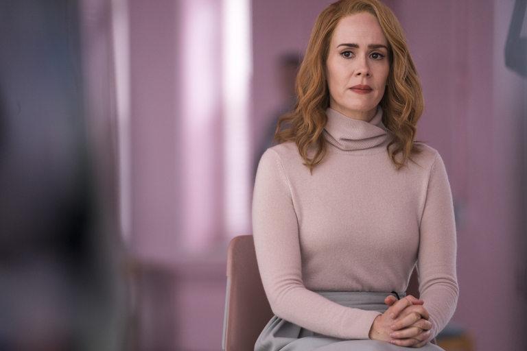 Сара Полсън в ролята на д-р Ели Стейпъл