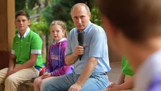 Путин пристигна в Крим, Украйна го определи като цинизъм